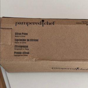 Pampered Chef Citrus Press